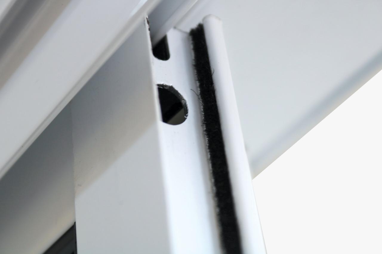 Janela de Alumínio Branco Veneziana de Correr 6 Folhas Com Grade CMC - 1